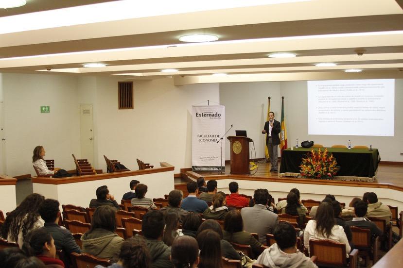 Profesor Marco Castillo Texas A&M University.