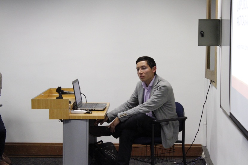 Alejandro Granados Estudiante Economía en presentación XII-SNM 2016.