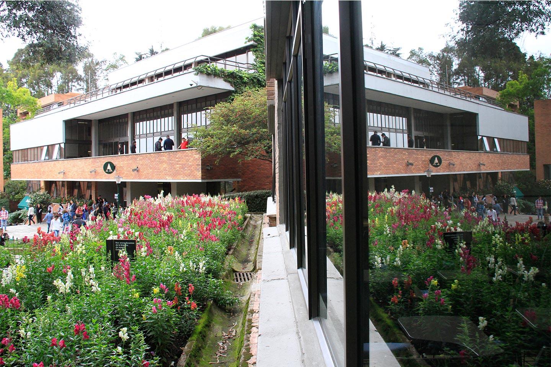 edificio-A-plazoleta-balcon-8703