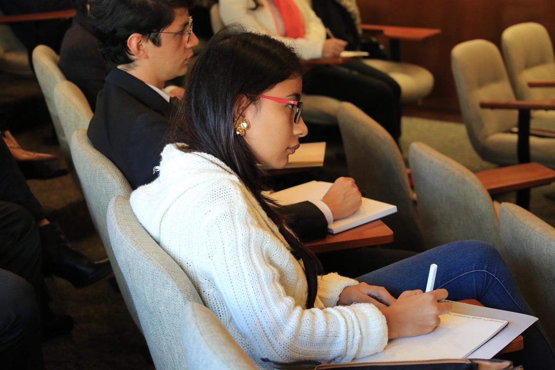 Este encuentro, que contó con la presencia de varios especialistas en derecho y expertos en otras áreas, se guio por el libro recién publicado 'Derecho de Patentes'.
