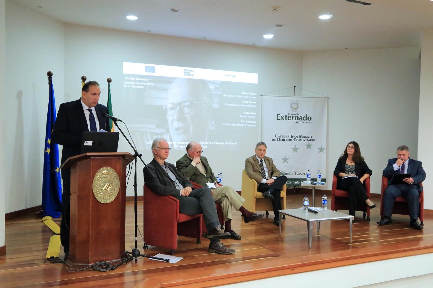 Con la participación de reconocidos panelistas internacionales, se discutió sobre la actual situación de la Unión Europea.