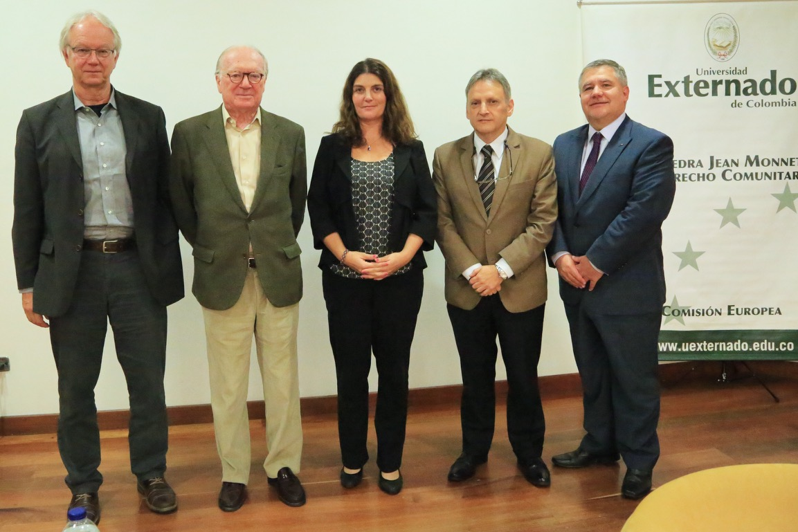 Los panelistas al final hablaron de los retos que debe afrontar está comunidad política.