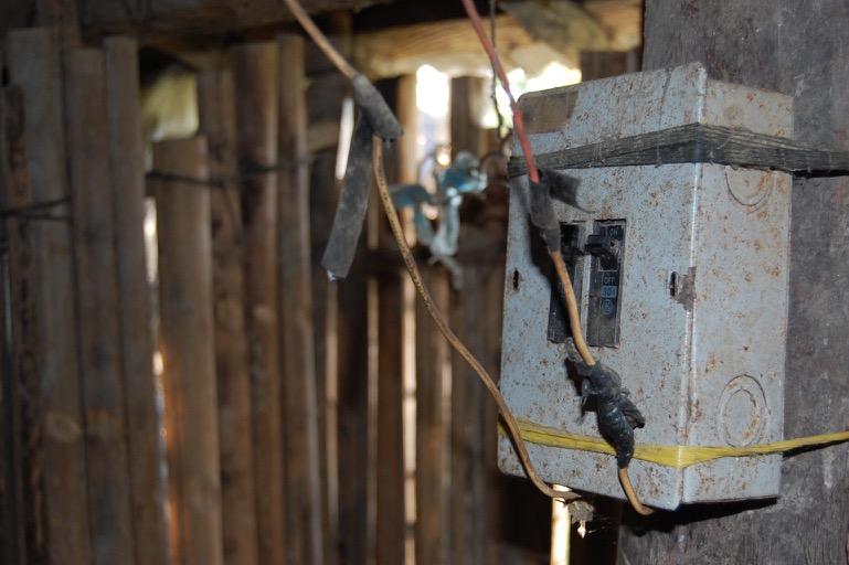 Caja de Breaker - Antes. Cortesía: Fundación Electricaribe Social.
