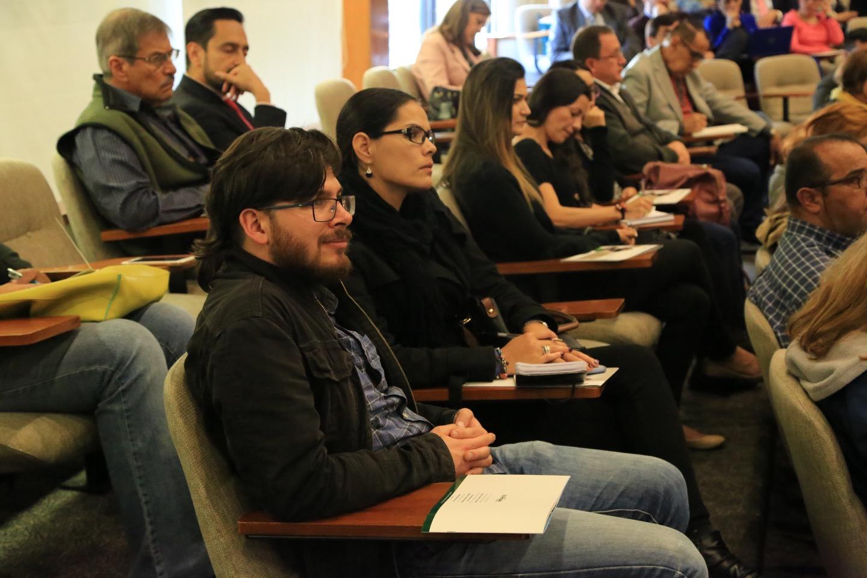 El experto en el tema, dictó una charla sobre Sistemas de aseguramiento de la calidad de la educación superior, con asistencia de profesores y estudiantes.