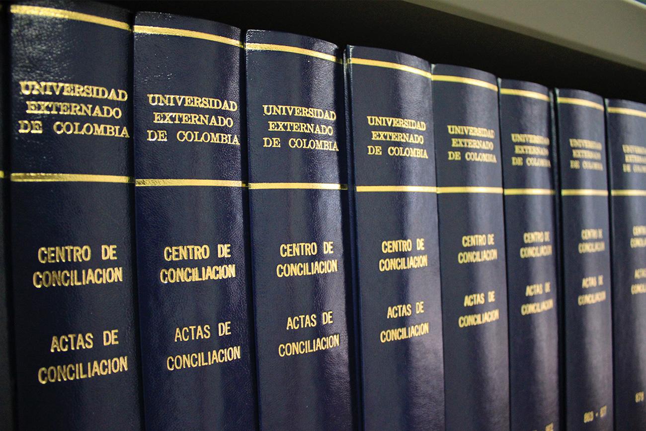 El Centro de Conciliación, adscrito al Consultorio Jurídico del Externado, presta el servicio gratuito para la solución de diferentes tipos de conflictos.