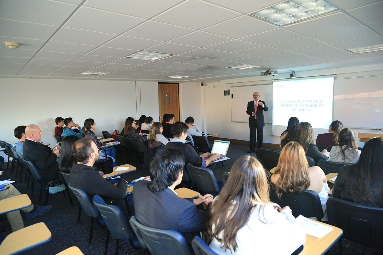 En relación con este tema, el Centro de Estudios de Posgrados de la Facultad de Finanzas, Gobierno y Relaciones Internacionales, organizó este encuentro.