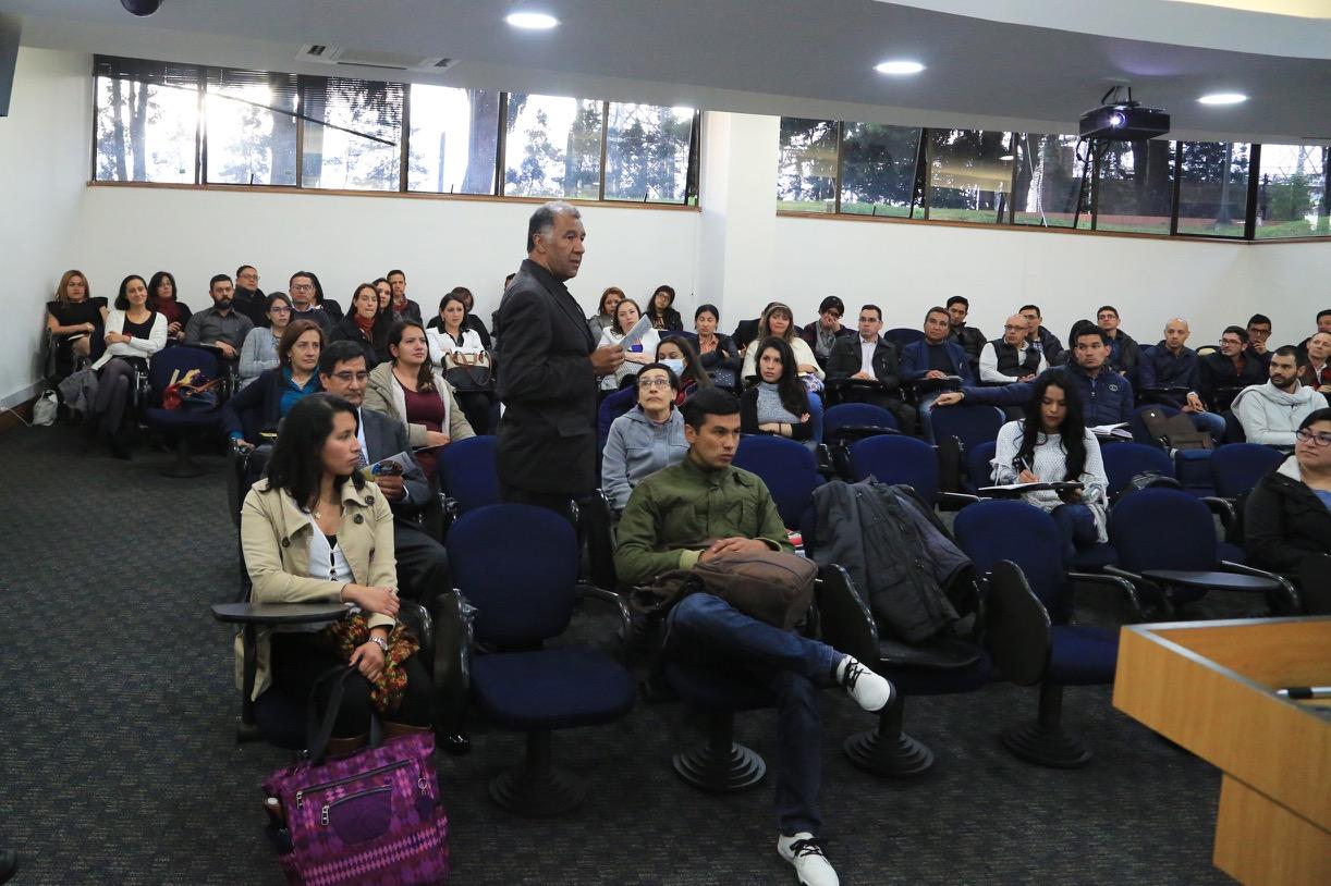 Con la charla de Andrea Escobar, directora de Semana Educación, se dio la bienvenida a los estudiantes de las Maestrías en Educación.
