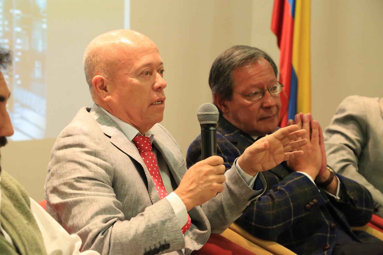 A la charla también asistieron Boris Salazar, Decano de la Facultad de Ciencias Sociales y Económicas de la Universidad del Valle.