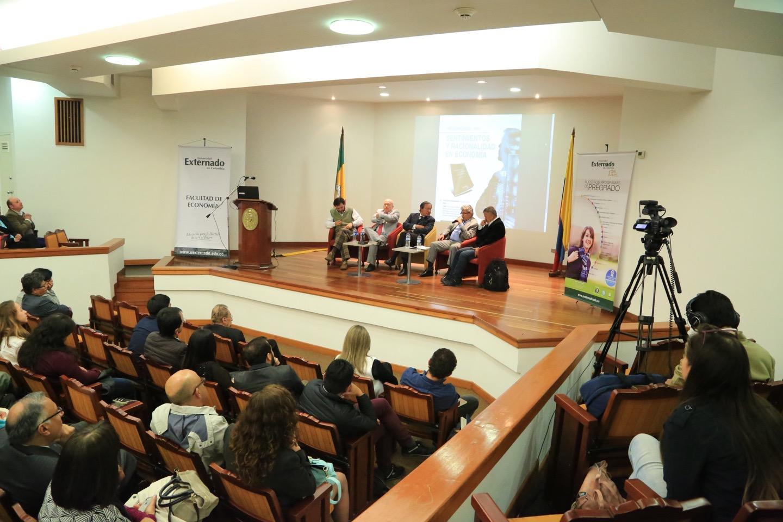 Los temas que se tratan en el libro se dieron gracias a la Facultad de Economía del Externado.
