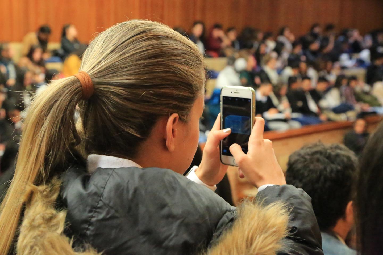 Los panelistas invitaron a los estudiantes a ser parte del cambio en el futuro.