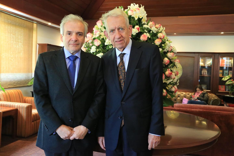 IP7A1783 Santofimio y Eberhard