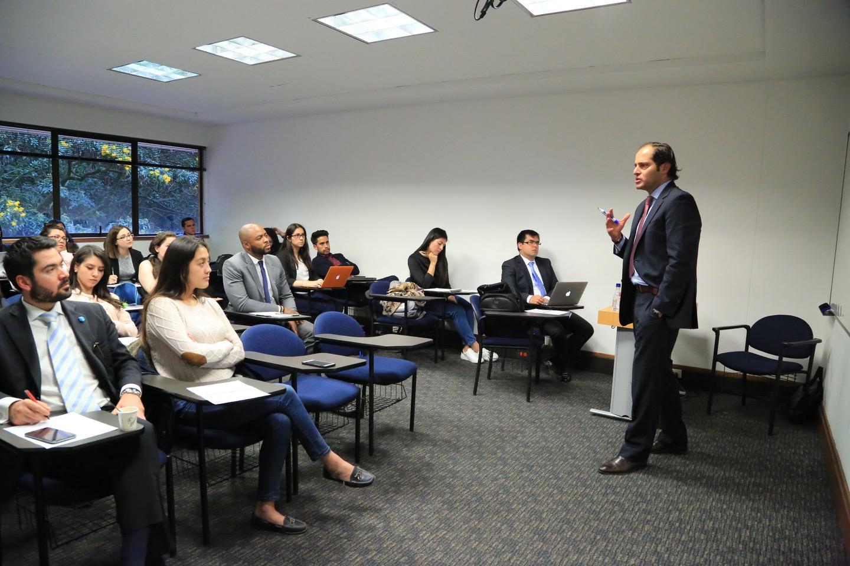 El Departamento de Derecho Económico organizó la charla.