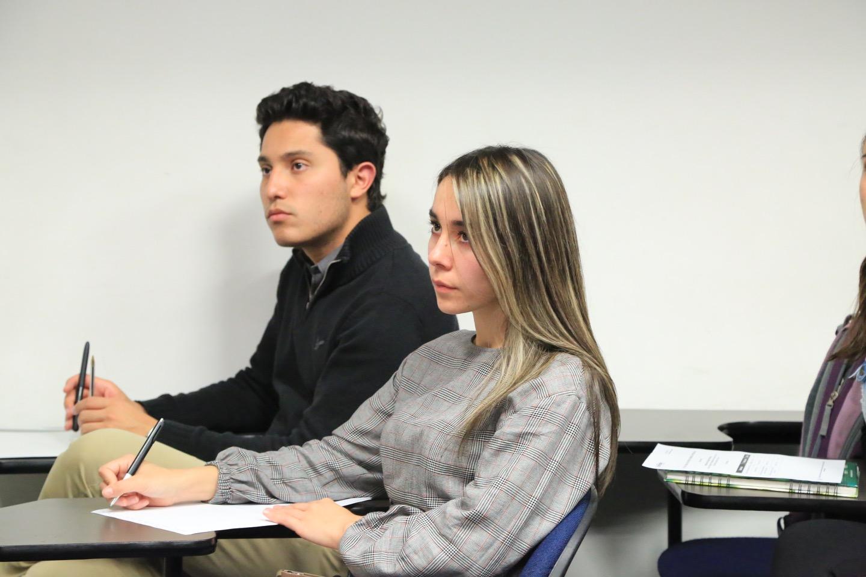 Rodríguez también comentó con los asistentes, estudiantes de pregrado y posgrado, sobre los retos de este modelo.