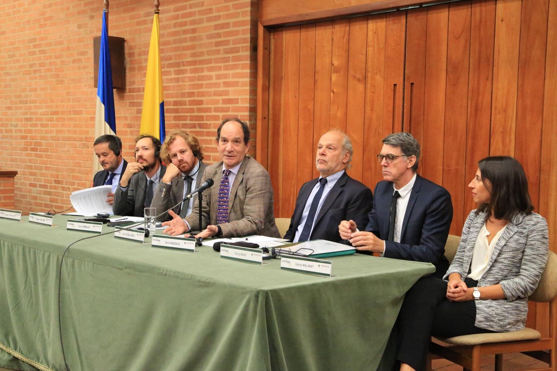 El Rector del Externado Juan Carlos Henao y el presidente de la Asociación Henri Capitant, Denis Mazeaud, abrieron el evento.