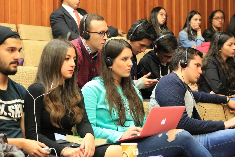 Los ponentes hablaron sobre los casos en la ley francesa y colombiana.
