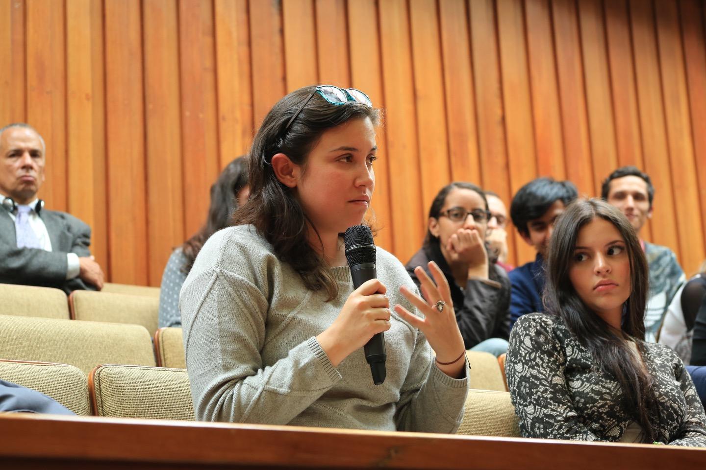 Los asistentes realizaron preguntas a los panelistas.