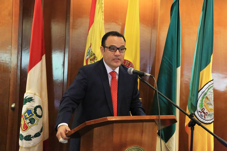 Orlando Vignolo, profesor de la Universidad de Piura, Perú