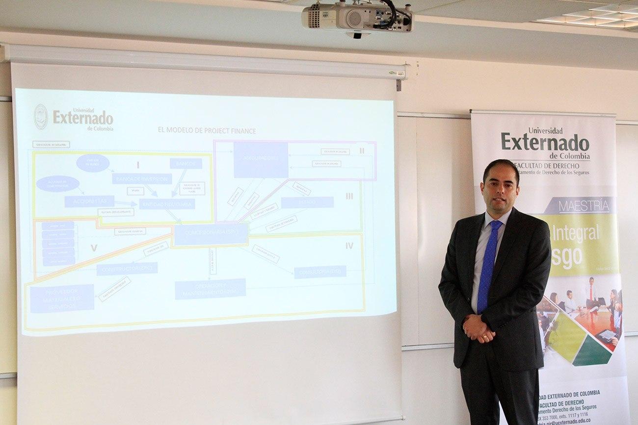 El conferencista es Ingeniero Civil de la Universidad Santo Tomás, especialista en Gerencia de Proyectos de la Universidad del Rosario.