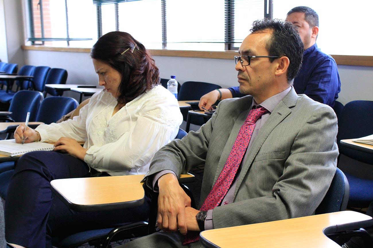 Durante la charla, el conferencista, magíster en Gestión Integral del Riesgo de la Universidad Externado de Colombia, se refirió a la investigación que realizó para su tesis.
