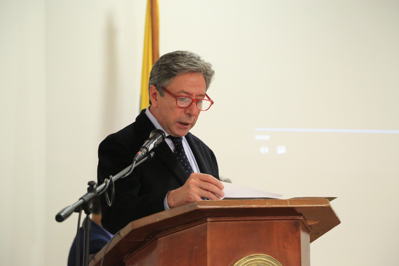 Roberto Hinestrosa, decano de la Facultad de Finanzas, Gobierno y Relaciones Internacionales.