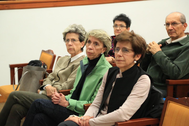 Los invitados al homenaje, entre ellos muchos de sus alumnos, recordaron que Martínez formó a más de 30 promociones de estudiantes de este programa.