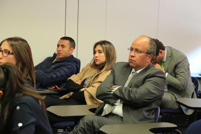 Al mencionar los retos a los que se enfrenta hoy en día el Derecho ambiental en Colombia, el conferencista puso de presente cómo ahora es más fácil para el ciudadano interponer demandas de tipo ambiental.