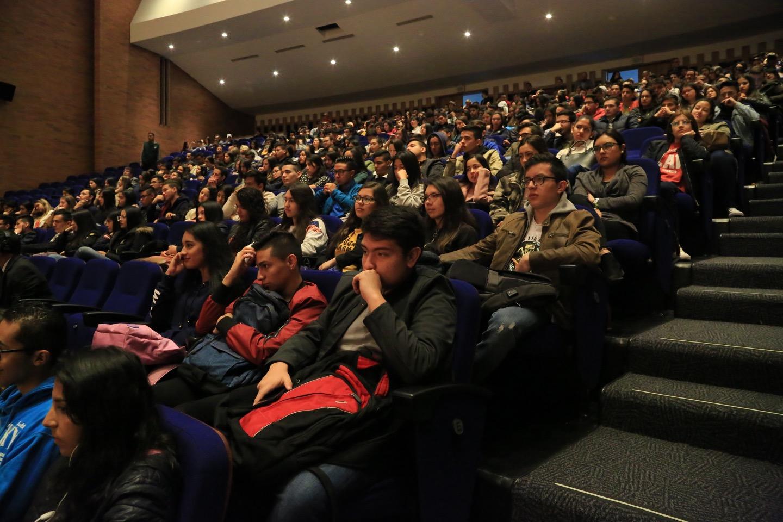 El Rector de la Universidad Externado de Colombia, Juan Carlos Henao, acompañado por los decanos de Facultades, dio la bienvenida a los nuevos estudiantes.
