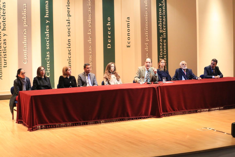 Durante el encuentro, el Rector destacó la importancia de estudiar en una de las mejores universidades de Colombia.