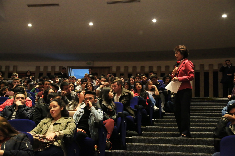 La doctora Emilssen De Cancino también habló durante la inauguración.