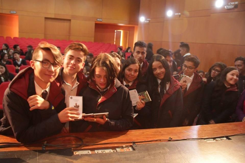 estudiantes y la colección