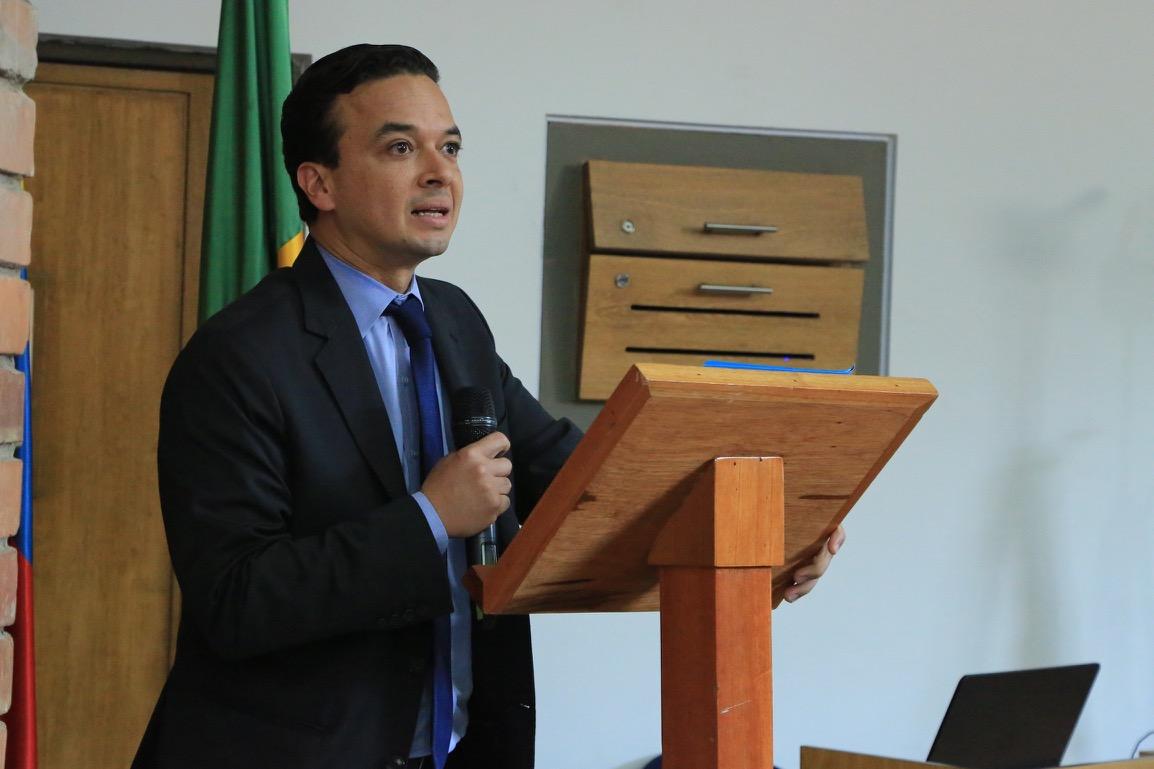 Julián Arévalo, Decano Facultad de Economía