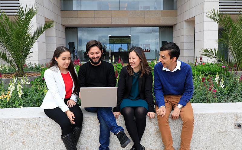 Estudiantes de Finanzas, Gobierno y Relaciones Internacionales
