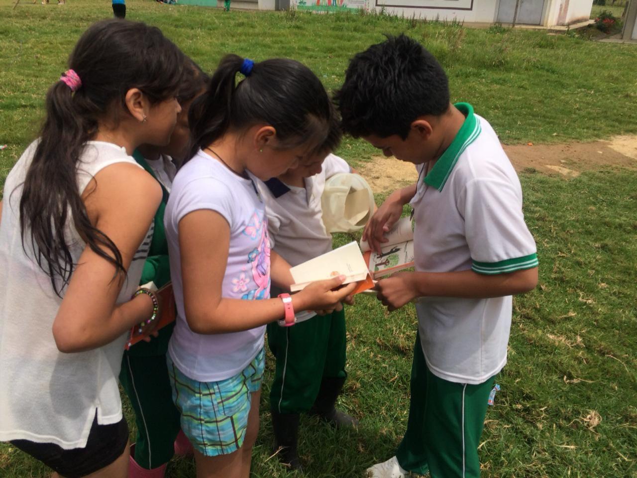 Niños Balsillas reciben el obsequio (4)