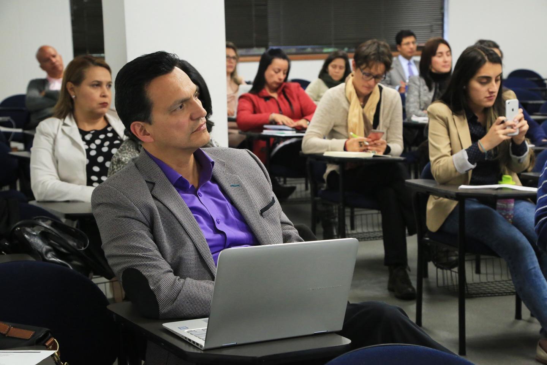"""""""El mundo digital y el mundo educativo: la tecnología al servicio del aprendizaje"""""""