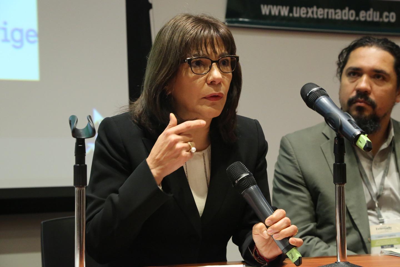 Decana Adriana Zapata