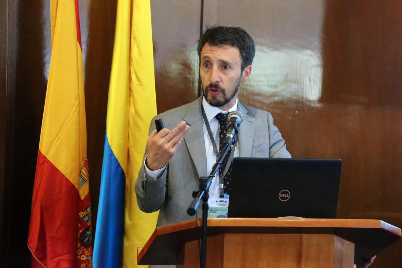 Luis Felipe Lota