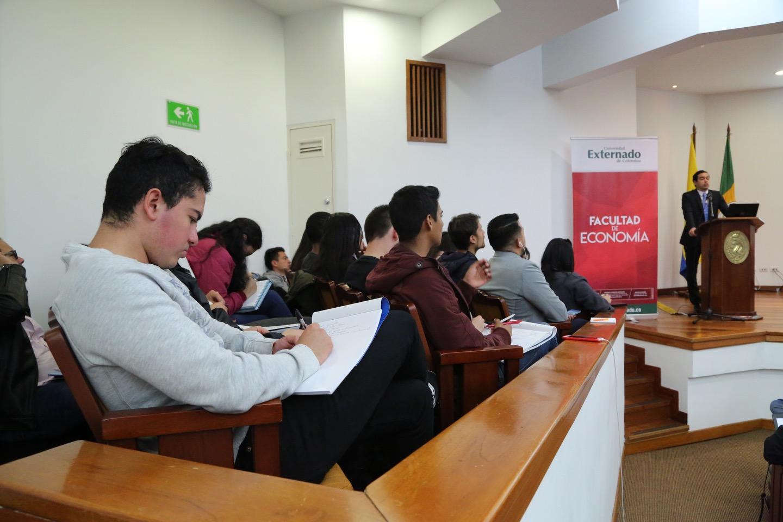 Presentación Marco Fiscal de Mediano Plazo 13