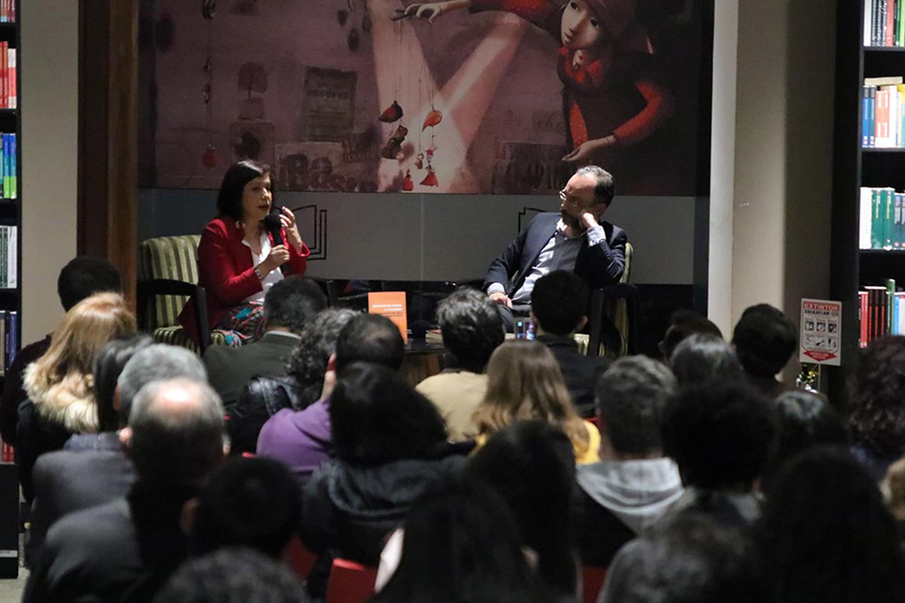 """La docente investigadora de la Facultad de Comunicación Social – Periodismo, Victoria González, presentó su libro """"Movilización Social en Colombia"""""""