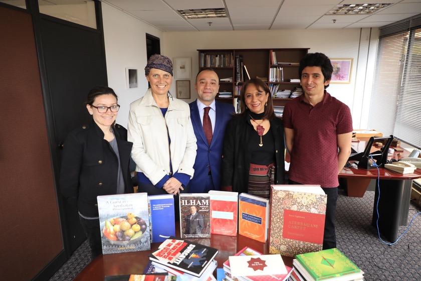 Entrega Donación Colección Azerbaiyan. Embajador de Turquía