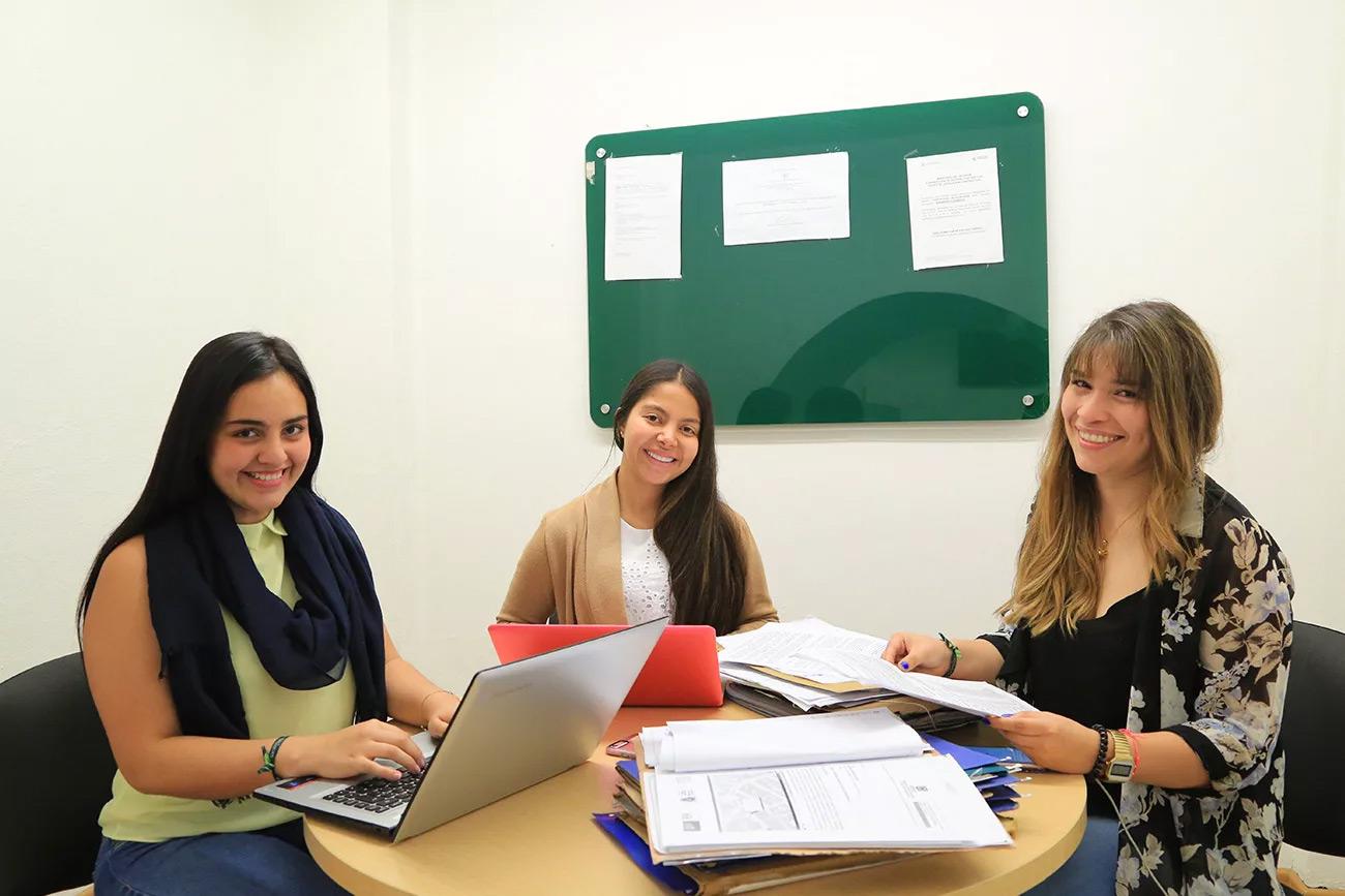 Estudiantes de derecho del Consultorio Jurídico